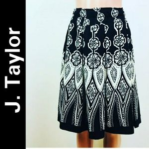 J. Taylor skirt sz 22W black and white color
